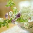 アンティークのカフェオレボウルと切り花